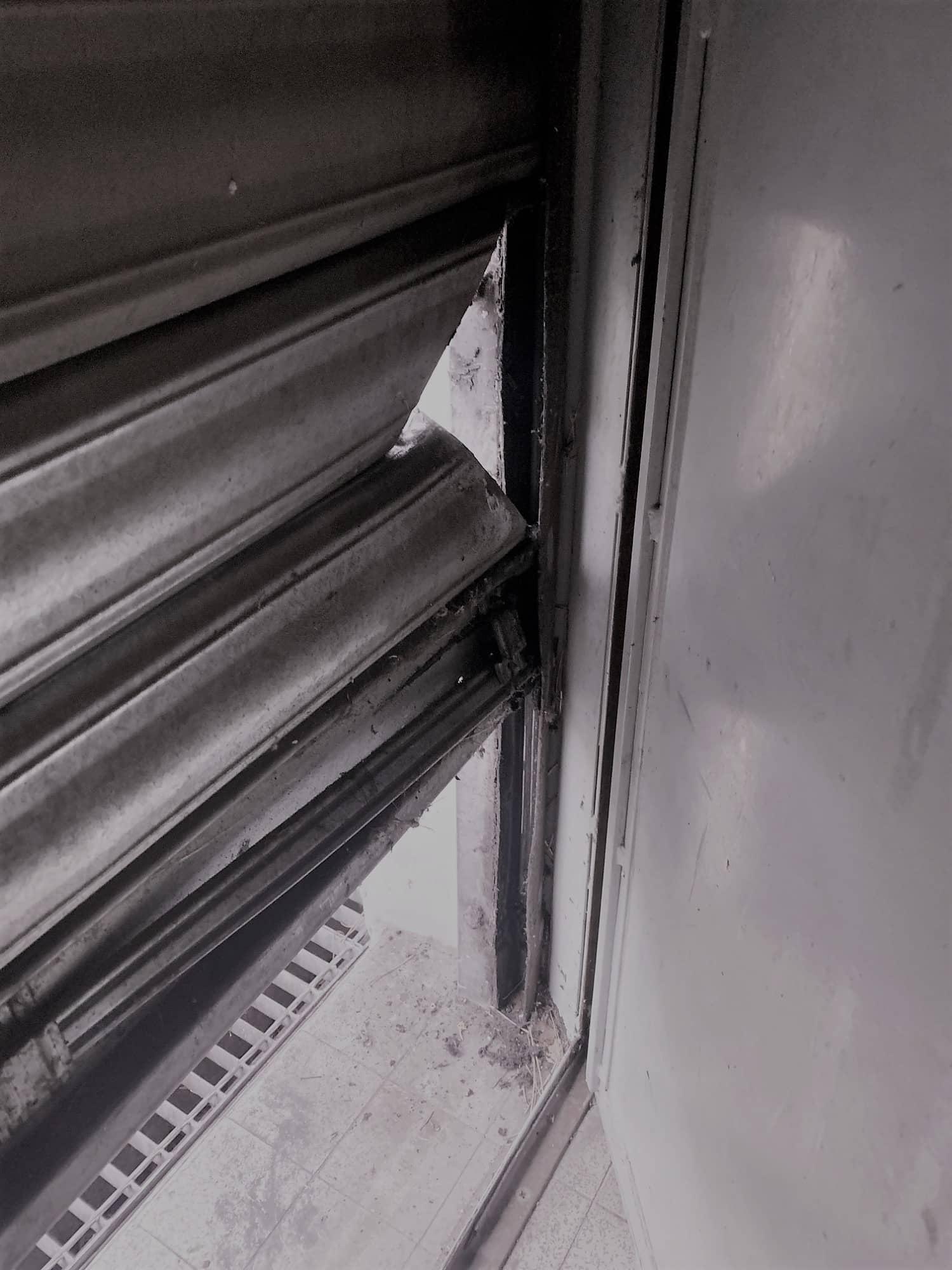 Dessous rideau metalique_TABAC-JASSANS RIOTTIER-01480